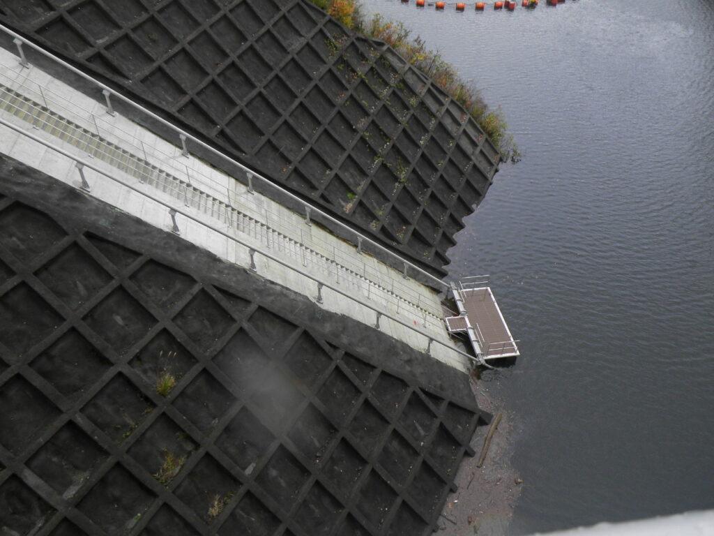 外山ダム繋船設備